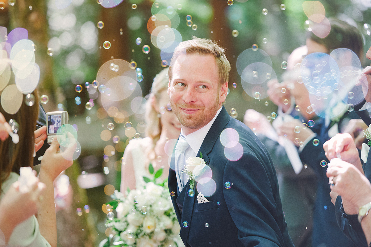 memorable, exit, dramatic, wedding, photography, bride, planning, guests, shower, roses, petals, paper, confetti, bubbles, sparklers